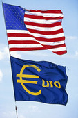 USA:s flagga och EU-flagga