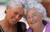 Två glada tanter