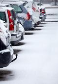 Parkerade bilar i vinterväder