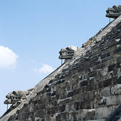 Ormhuvud i Teotihuacan, Mexico