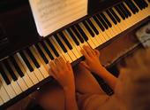 Pojke vid piano