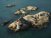 Fyr på ö