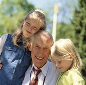 Man med barnbarn
