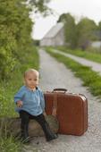 Pojke och  resväska