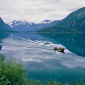 Motorbåt i fjord, Norge