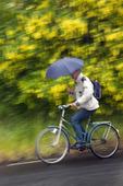 Cyklist i regnväder