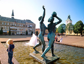 Staty på Stortorget i Varberg, Halland