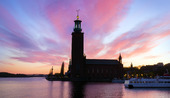 Stockholms stadshus i skymning
