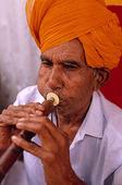 Man som spelar flöjt, Indien