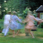 Dans i trädgården