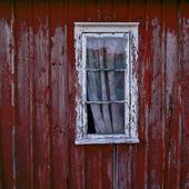 Fönster på sjöbod