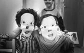Barn med masker