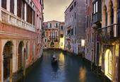 Traditionella Venedig Gondolfärd