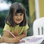Flicka med penna