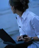 Kvinna med dator