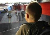 Pojke på flygplats
