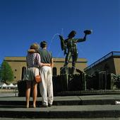 Folkliv på Götaplatsen, Göteborg