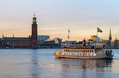 Stockholms stadshus vid solnedgången