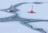 Förtöjningsbojar i is