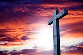 Kors i solnedgång