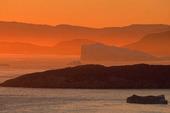 Isberg i midnattssol, Grönland