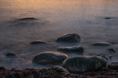 Stenstrand vid havet