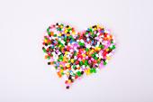 Ett hjärta av plastpärlor