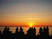 Människor i solnedgång