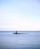 Äffärsman med dator på ö