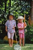 Flickor med fiskeredskap