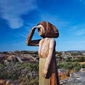 Träskulptur av fiskarhustru, Mollösund, Bohuslän
