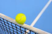 Tennisboll slå nätet