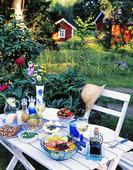 Dukat trädgårdsbord