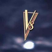 V8-märke på bil