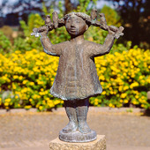 Staty vid Teckningsmuseet i Laholm, Halland