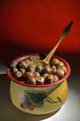 Skål med hasselnötter