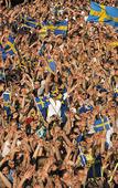 Publik som hejar på Sverige