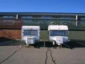 Husvagnar på parkeringsplats