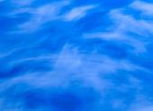 Himmel med tunna moln