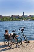 Cyklist som kopplar av, Stockholm
