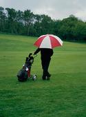 Golfspelare med paraply