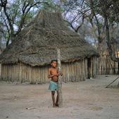 Pojke vid hydda, Namibia