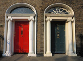 Två dörrar