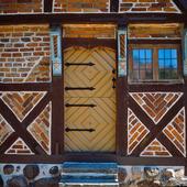 Dörr på korsvirkeshus