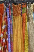 Klädställ med klänningar