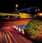 Nattåg över viadukt