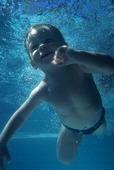Barn i pool
