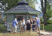 Glasskiosk i Badhusparken i Kungsbacka, Halland