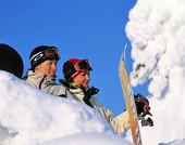 Ungdomar med snowboards