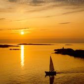 Segelbåt i solnedgång, Bohuslän